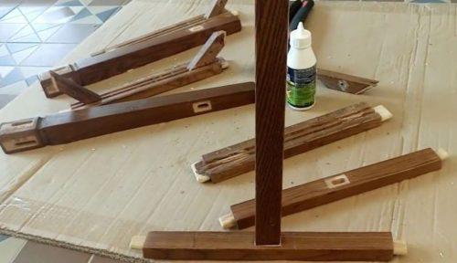 Старые деревянные стулья